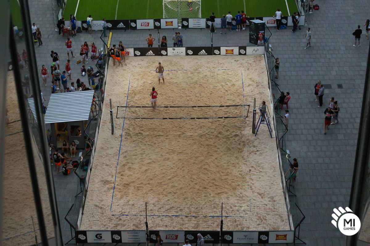 Campo beach volley in piazza città di Lombardia - Milano