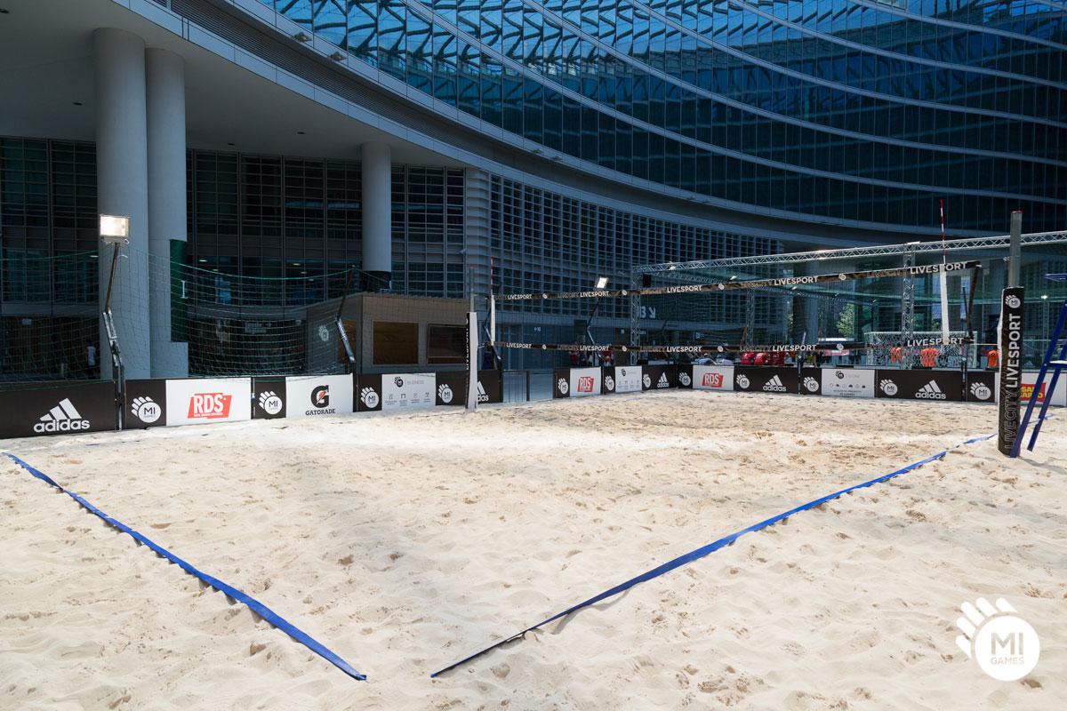 Campo beach volley in Piazza Città di Lombardia, Milano