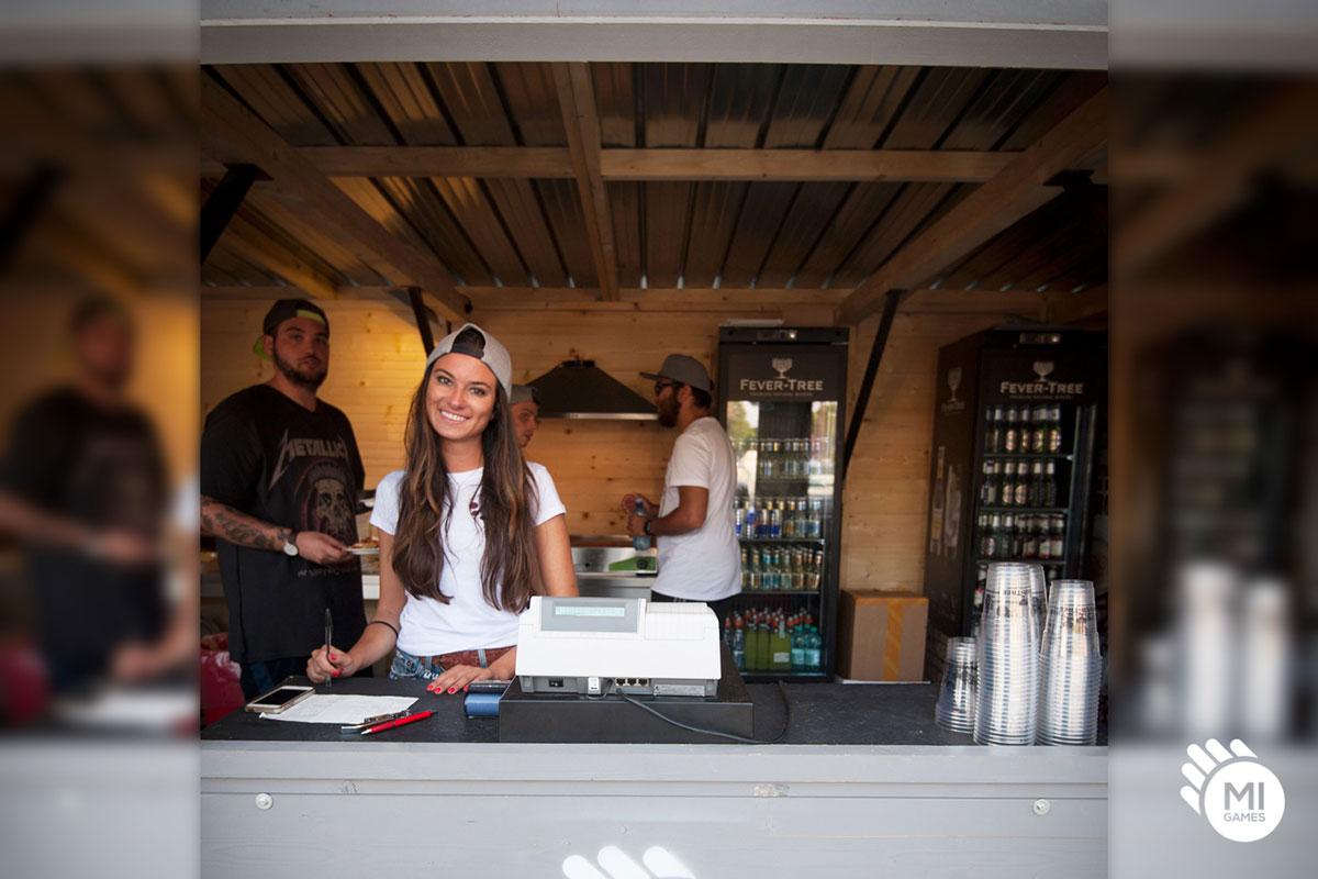 Casetta di legno per noleggio adibita a bar