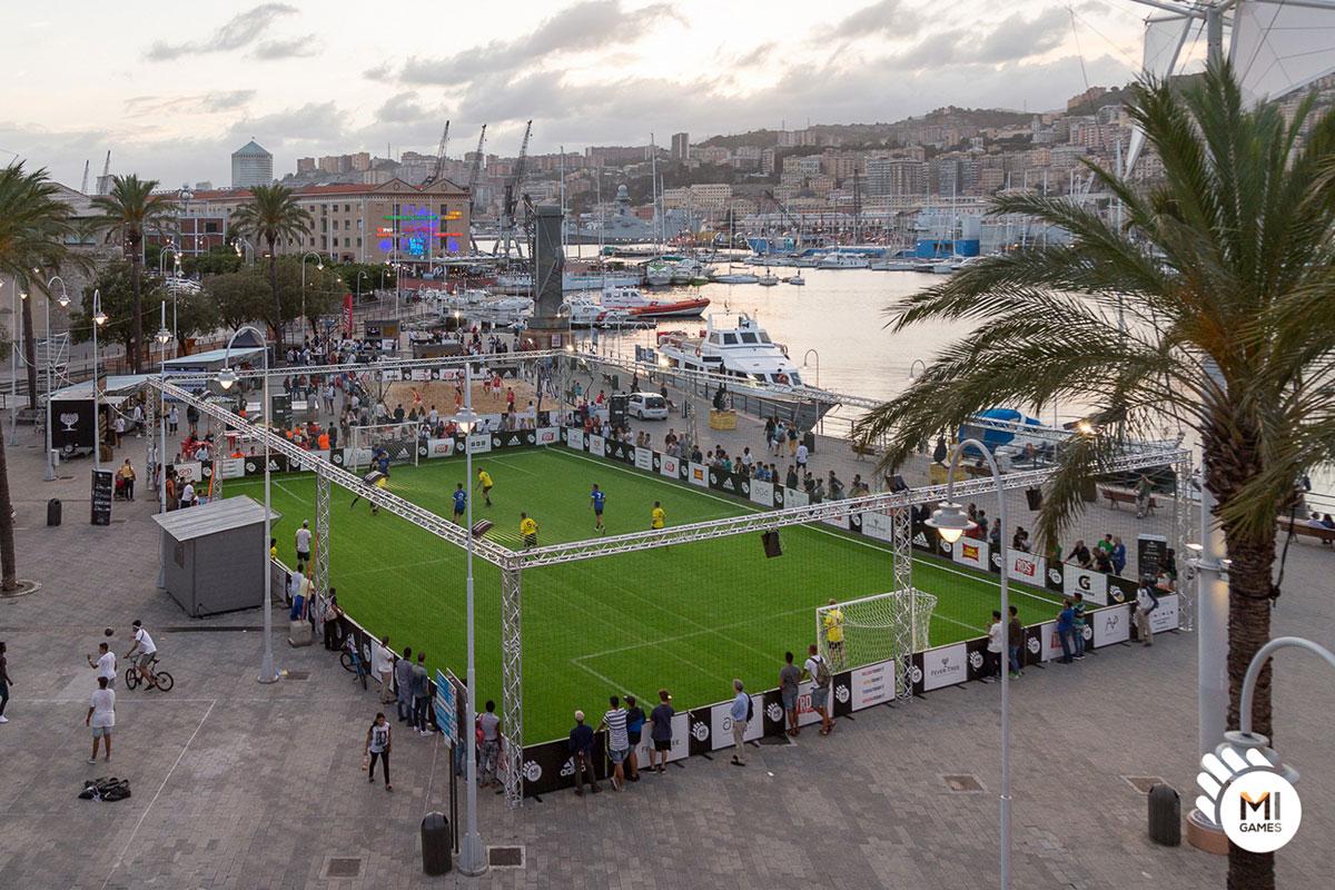 Installazione campo da calcio a 5 sul Porto Antico, Genova